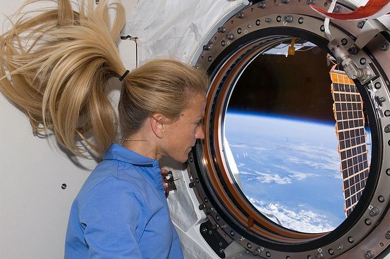 800px-STS-124_Karen_window.jpg