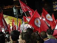 Μέλη της Νεολαίας Συνασπισμού σε συγκέντρωση του ΣΥΡΙΖΑ