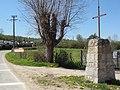 Saint-Maigner (Puy-de-Dôme) croix de chemin et panneau d'entrée, D525.JPG