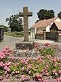 Sainte-Sabine-sur-Longève (Sarthe) croix au Champ-du-Puits.jpg