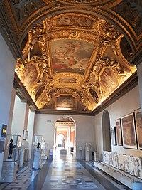 Salle des Antiquités romaines du Louvre.jpg