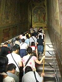 Penitentes subiendo por la Escalera Santa, que accede a el Sancta Santorum.