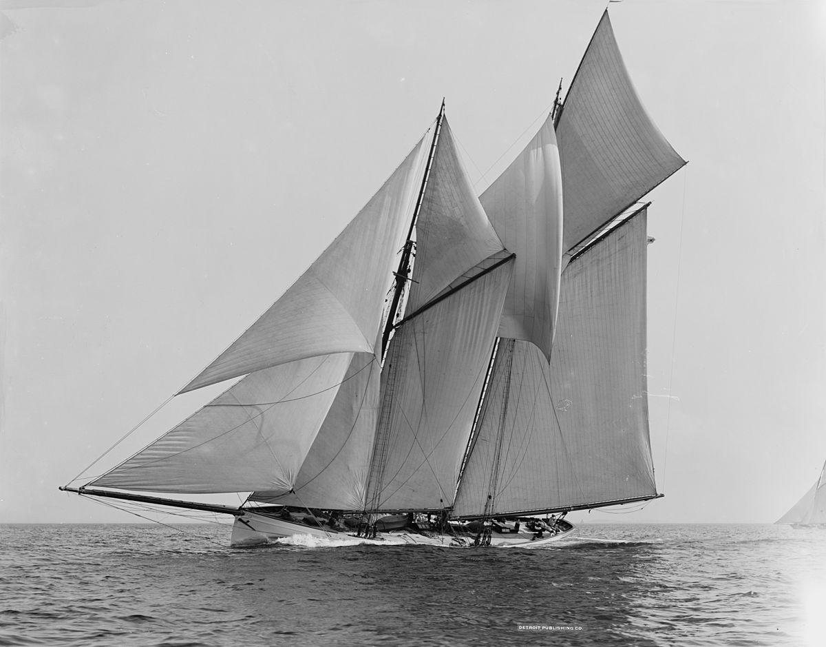 Sailing Yacht A >> toutes voiles dehors — Wiktionnaire