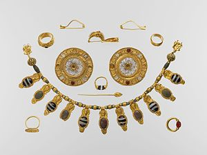 Etruscan jewelry - Vulci set of jewelry, 5th century, Metropolitan Museum of Art.