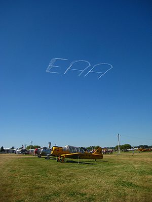 Skywriting - Image: Skywriting over Airventure