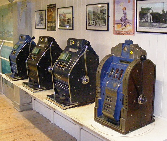 Αρχείο:Slot machines at Wookey Hole Caves.JPG