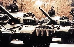 Carri armati T-72 di un reparto corazzato della Nationale Volksarmee della Repubblica Democratica Tedesca.