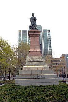 https://upload.wikimedia.org/wikipedia/commons/thumb/3/34/Square_Victoria.JPG/220px-Square_Victoria.JPG