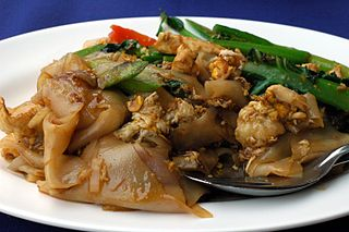 Phat si-io Asian stir fried noodle dish