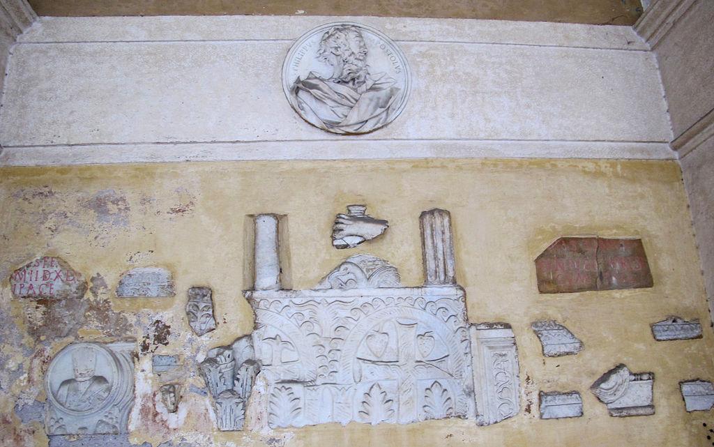 Ss. apostoli, portico, lapidario.JPG