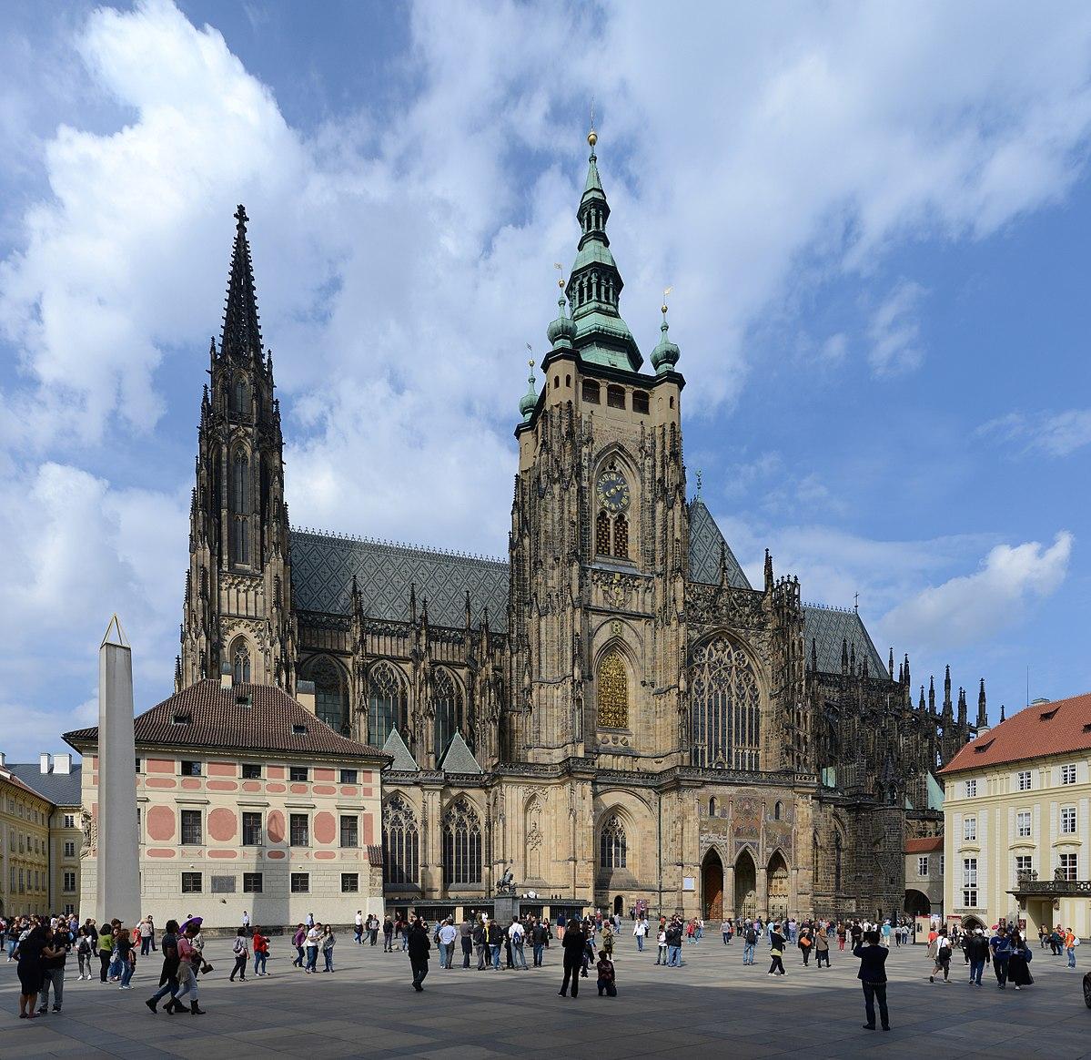 готические соборы средневековья: St Vitus Prague September 2016-21.jpg