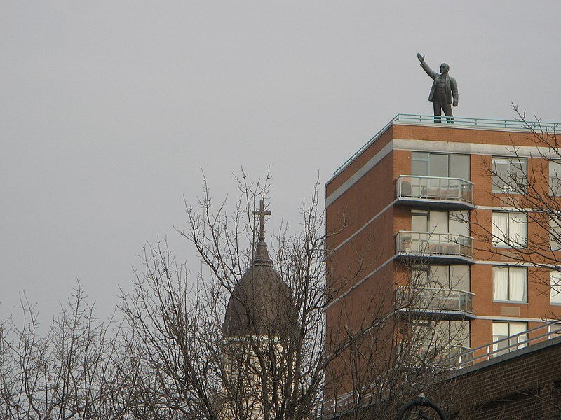 "File:Statue of Lenin on top of ""Red Square"" on East Houston. - panoramio.jpg"
