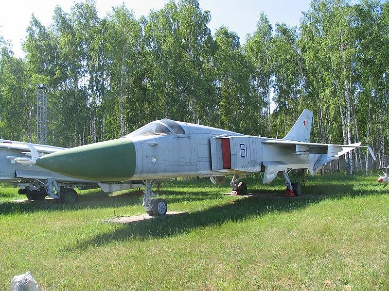 المقاتله Su-24 Fencer القاذفه  800px-Sukhoi_T6-1