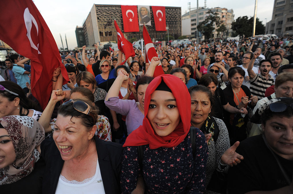 Taksim square peaceful protests. Events of June 16, 2013-2
