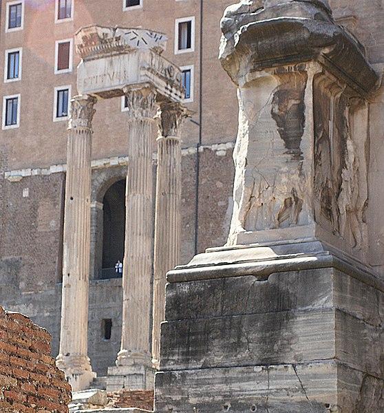 File:Templo de Vespasiano Foro Romano.jpg