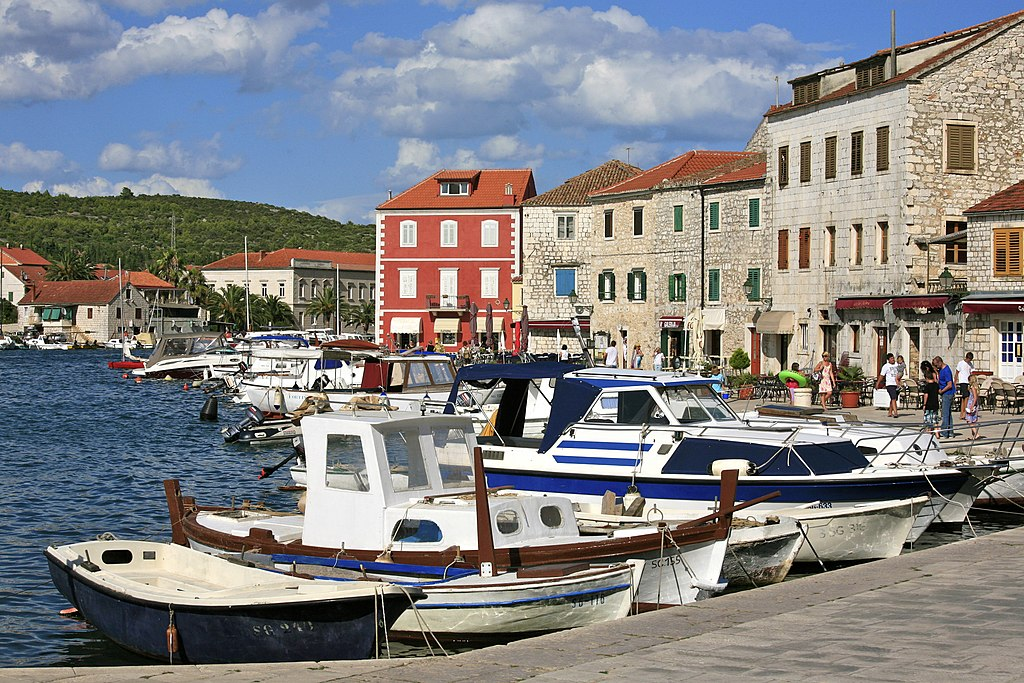 The Harbour of Stari Grad (5970771048)