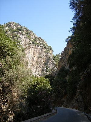 Theriso revolt - Gorges at Theriso. The road, which runs along the riverbed at the gorge's base, did not exist at the time of the revolt.