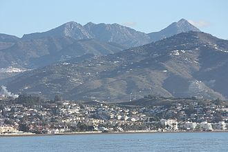 Algarrobo, Spain - Image: Torre del Mar, view from the beach to the mountains and to Algarrobo