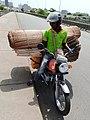 Transport à cotonou sur le pont 02.jpg