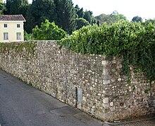 Parte residua dell'antica cinta muraria medievale (in via della Martina)