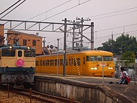 Twilight Express special and JNR 117 Setouchi yellow Nakasho Station 2015-10-10 (22044527346).jpg