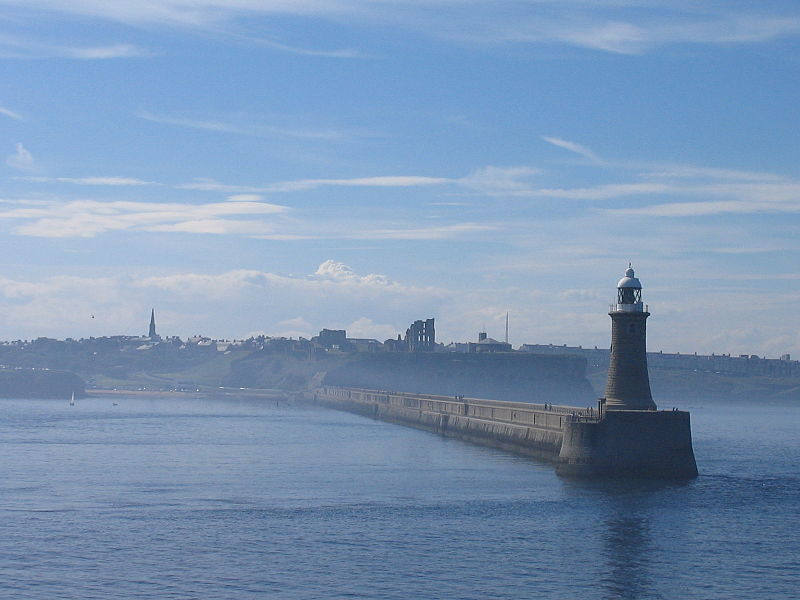 Tiedosto:Tynemouth Lighthouse, 2006.jpg