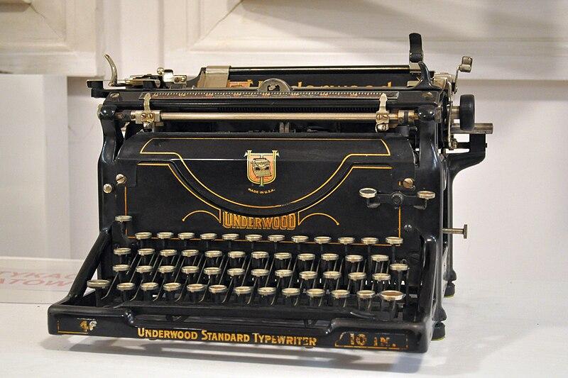 File:Typewriter - Underwood typewriter - Kroton 001.jpg