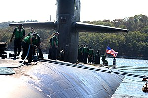 US Navy 050908-N-0653J-003 Sailors aboard the Los Angeles-class attack submarine USS Augusta (SSN 710) work together to moor their submarine to the pier.jpg