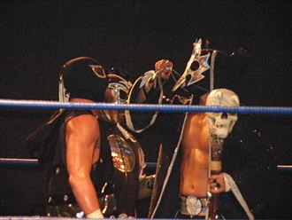 Bruderschaft des Kreuzes - UltraMantis Black (right) controlling Delirious with the Eye of Tyr.