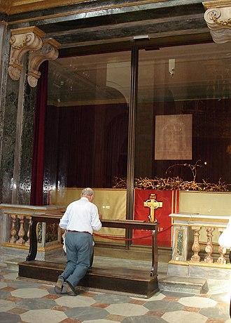 Turin Cathedral - Image: Un chrétien devant le saint suaire