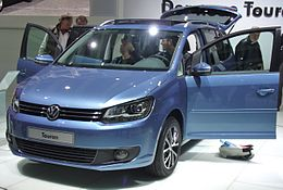 VW Touran Facelift 2010.JPG
