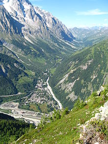 a valley in Italy defining the south side of the Mont Blanc massif