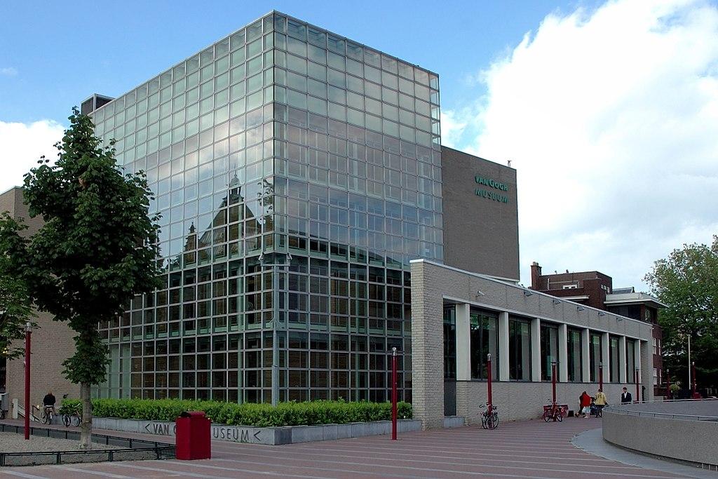 Здание Музея Винсента Ван Гога