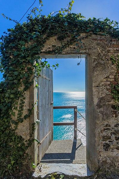 File:Verso l'infinito - Convento Frati Cappuccini Monterosso al Mare - Cinque Terre.jpg