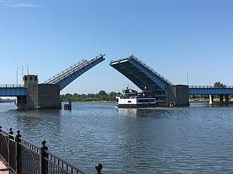 Veterans Memorial Bridge (Bay City, Michigan) - Image: Veteran's bridge princess wenonah