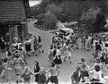 Volksdansen door meisjes, Bestanddeelnr 902-7033.jpg