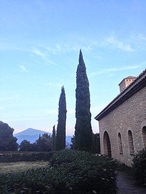 Le Barroux Abbey - Image: Vue de l'abbaye avec le Mont Ventoux au fond