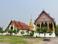 Wat Phra That Chang Kham, bôt, chedi et viharn, Nan.jpg