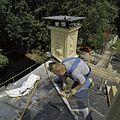 Werkzaamheden op dak bij rechter schoorsteen - 's-Graveland - 20396503 - RCE.jpg