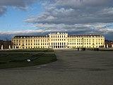 Wien Schloss Schoenbrunn Rueckansicht 2.jpg
