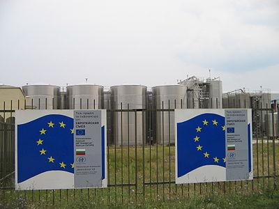 400px-Wine_factory_in_Sliven%2C_Bulgaria_September_2005_2.jpg