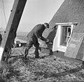 Wipwatermolen, rietdekkers aan het werk - Kockengen - 20126218 - RCE.jpg