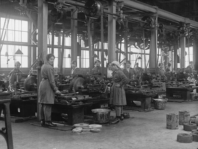 English women at work in the New Gun Factory in London