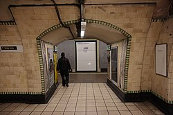 WoodGreen - Through to eastbound platform before (4570622603).jpg