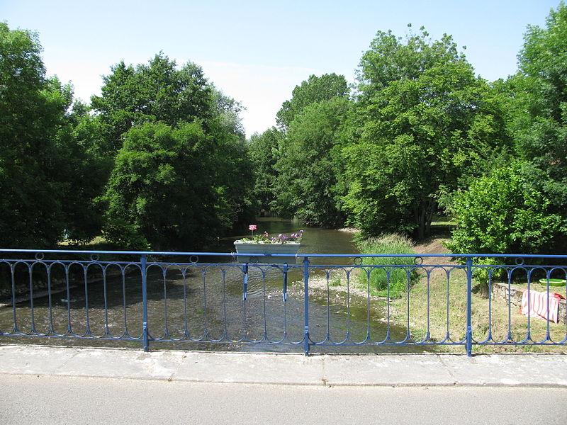 La rivière Yonne à Monceaux-le-Comte.