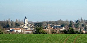 Échiré-église&village.jpg