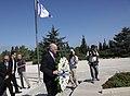 Κατάθεση στεφάνου στον Τάφο του Binyamin Ze'ev Herzl, Οραματιστή του Κράτους του Ισραήλ (4820815255).jpg