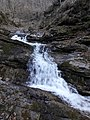 Водоспад Нижній Гук навесні.jpg