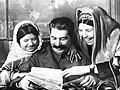 И.В. Сталин дает автограф Мамлакат Наханговой.jpg