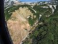 Тень улетающего вертолета над Долиной гейзеров.jpg